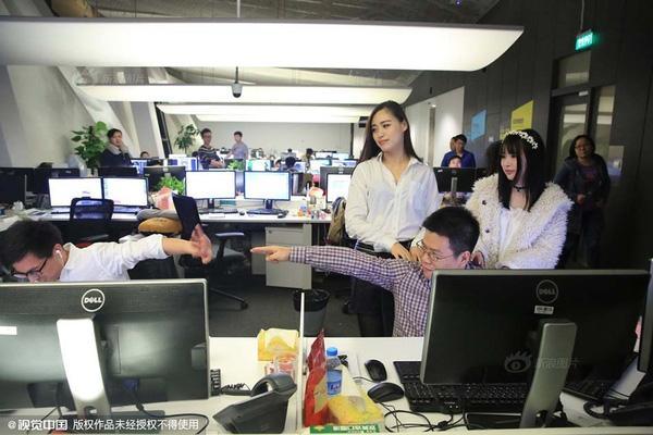 Image result for nhân viên Bình hoa di động