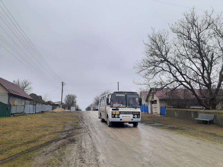 Єдина проблема, яку громада не може вирішити самостійно – жахливі дороги. На них таки бракує грошей