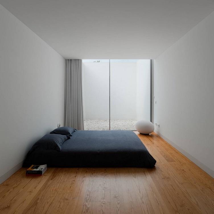 Минимум вещей в спальне