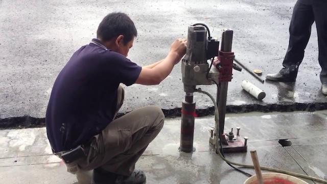 Máy khoan rút lõi bê tông được thợ thi công đánh giá cao về hiệu quả làm việc
