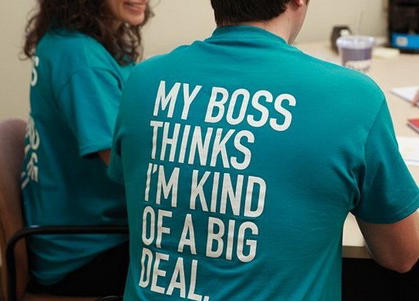 9 simple ways to recognize an employee for Tee shirt printing companies