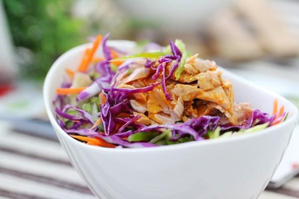 cách làm salad trộn cá ngừ đơn giản 8