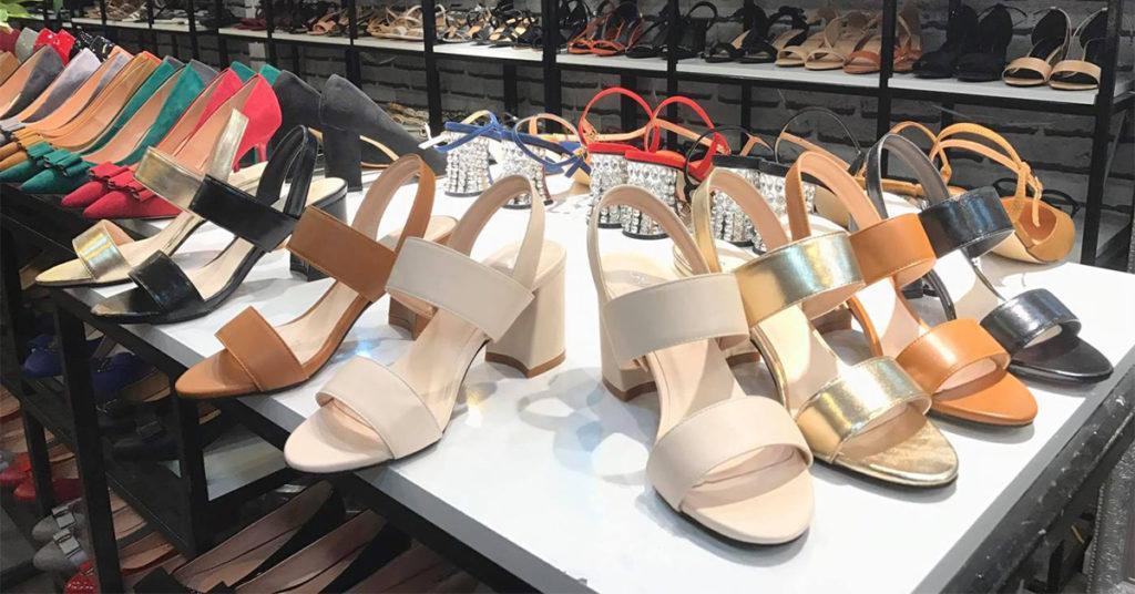 Tại xưởng giày trong nước
