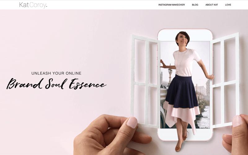 captura de pantalla de la página de inicio del sitio web de kat coroy que muestra una sensación de cohesión desde la fuente hasta la imagen y el estilo