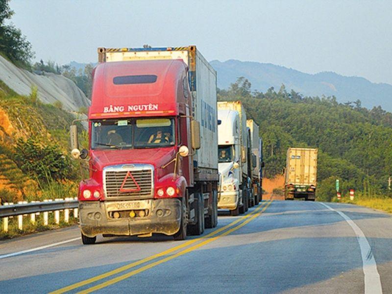 Đội xe tải vận chuyển hàng hóa Bắc Nam