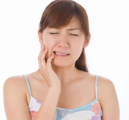 Ê buốt răng sau khi tẩy trắng có ảnh hưởng gì xấu không?