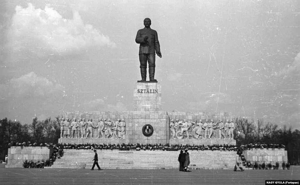 Памятник Сталину в городском парке в Будапеште. В период правления Ракоши с 1945 по 1956 годы сотни тысяч венгров были посажены в тюрьмы, сосланы или расстреляны