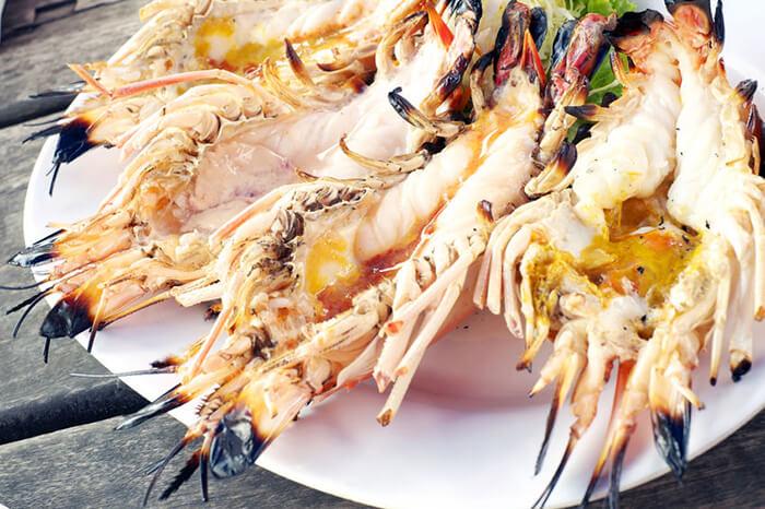 明蝦肉質外觀看來但扎實飽滿、但入口卻是細緻中帶著Q彈,蝦味甘甜而不膩,因此貴為饕客們心目中排名前三的頂級蝦。
