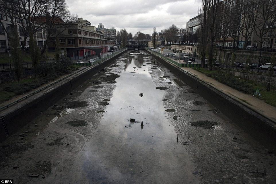 歷史:拿破崙·波拿巴於1804年委託運河為首都提供貨物,運輸和淡水