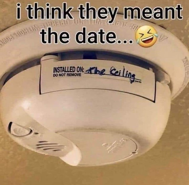 """smoke detector with """"installed on the ceiling"""" written on it"""