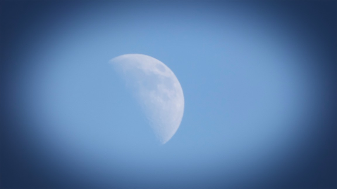 6pm moon 2.jpg
