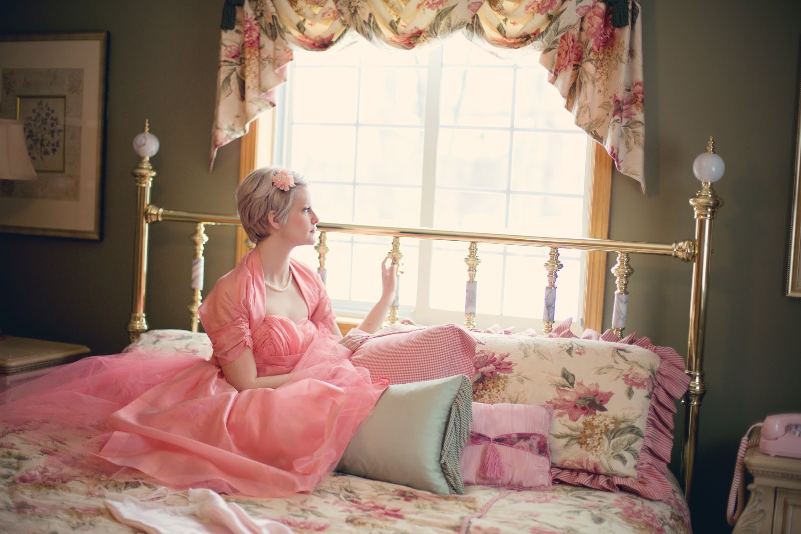 vintage-woman-on-bed-retro-bedroom-37738.jpeg