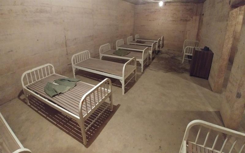 Alt: Bệnh viện dã chiến tại hang Quân Y