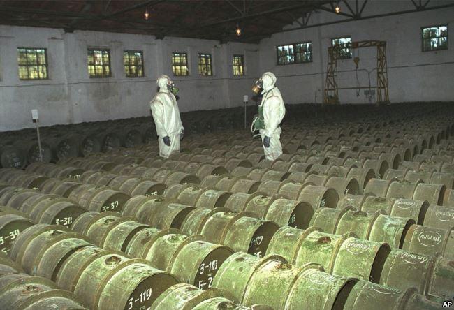 Проверка контейнеров с отравляющими веществами, 200 км от закрытого города Шиханы, 2000 год
