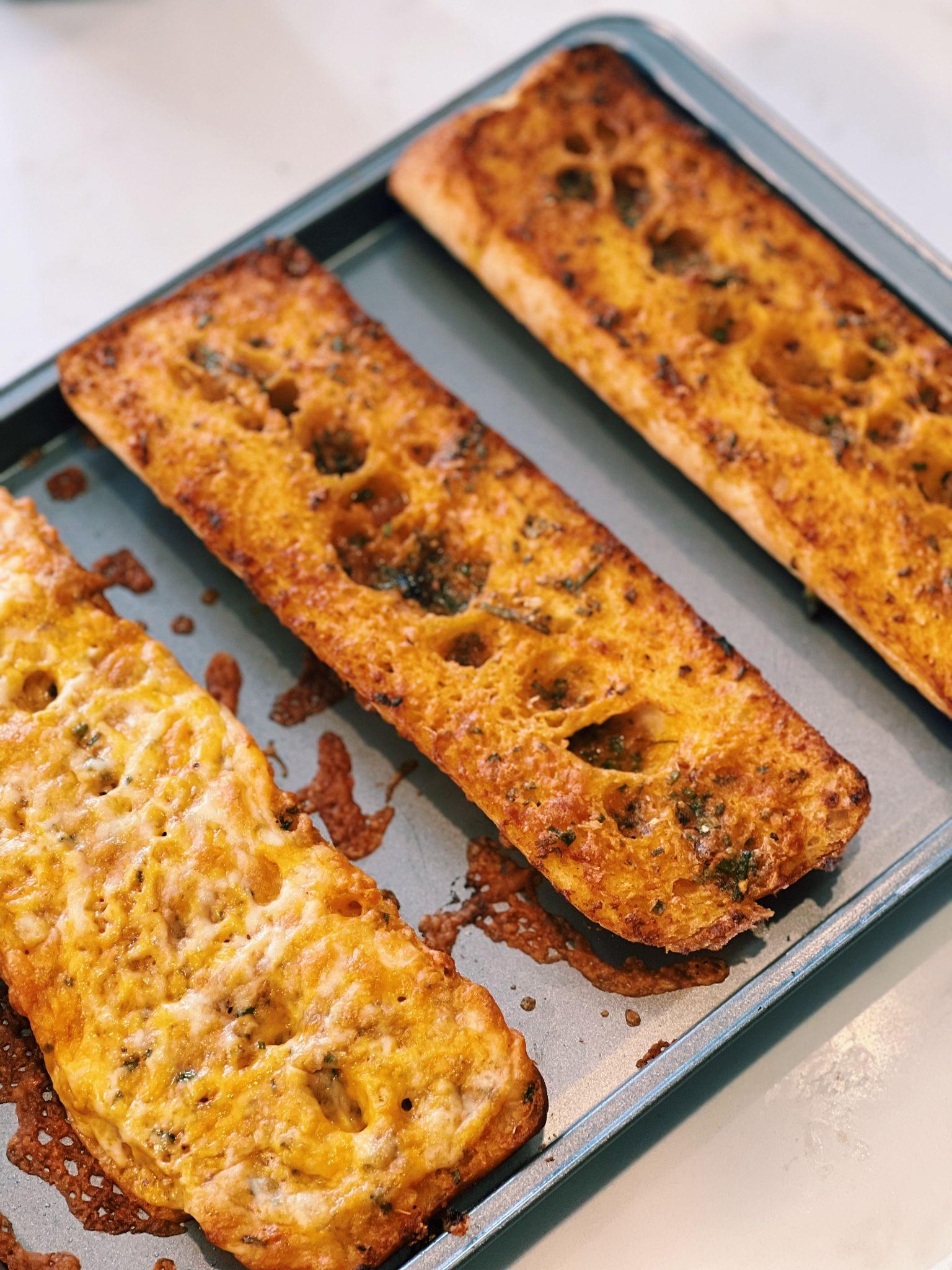 Korean Spicy Garlic Bread (MUST TRY!!)