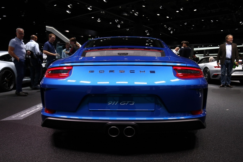 Porsche_911_GT3_Touring_2017_zive_foto_10_800_600.jpg