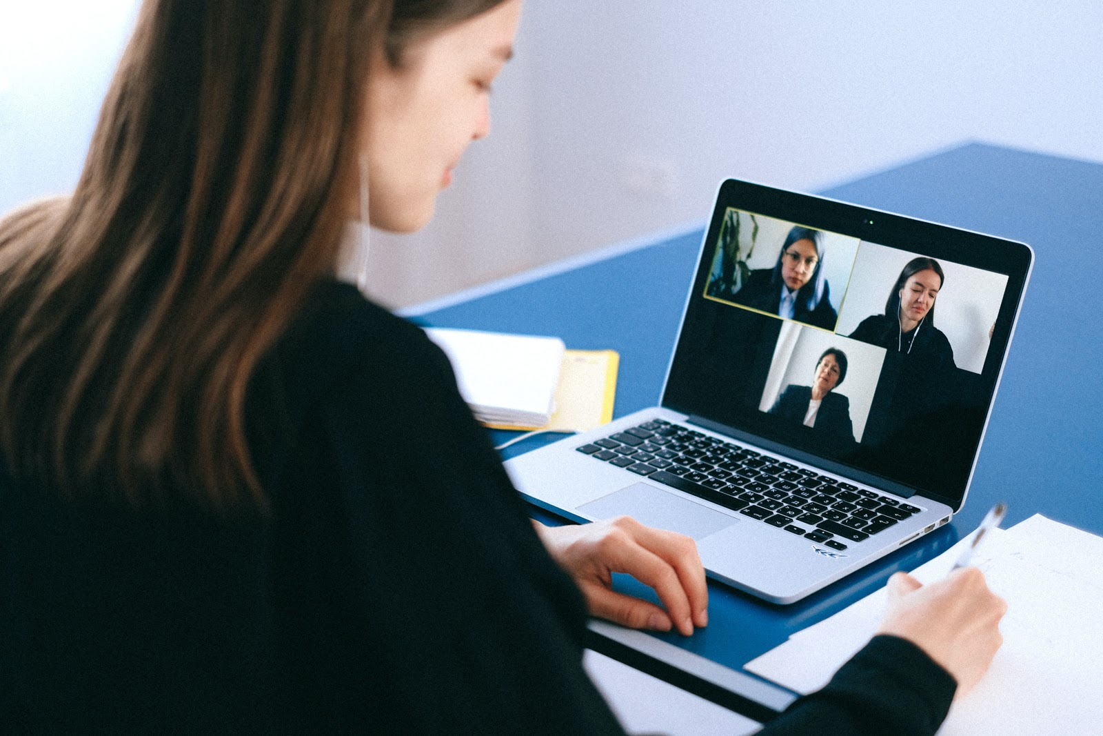young woman in videoconference with 3 colleagues