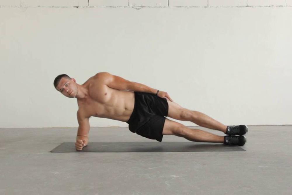 Tư thế Plank một bên - Bài tập yoga giảm béo bụng