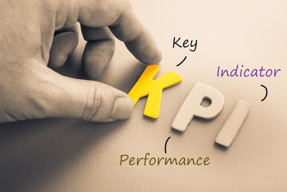 KPI adalah singkatan dari Key Performance Indicators atau Indikator Kinerja Kunci.