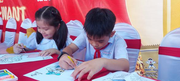 600 phần quà cho trẻ em nghèo TP Cần Thơ vui Tết Trung thu - Ảnh 3.