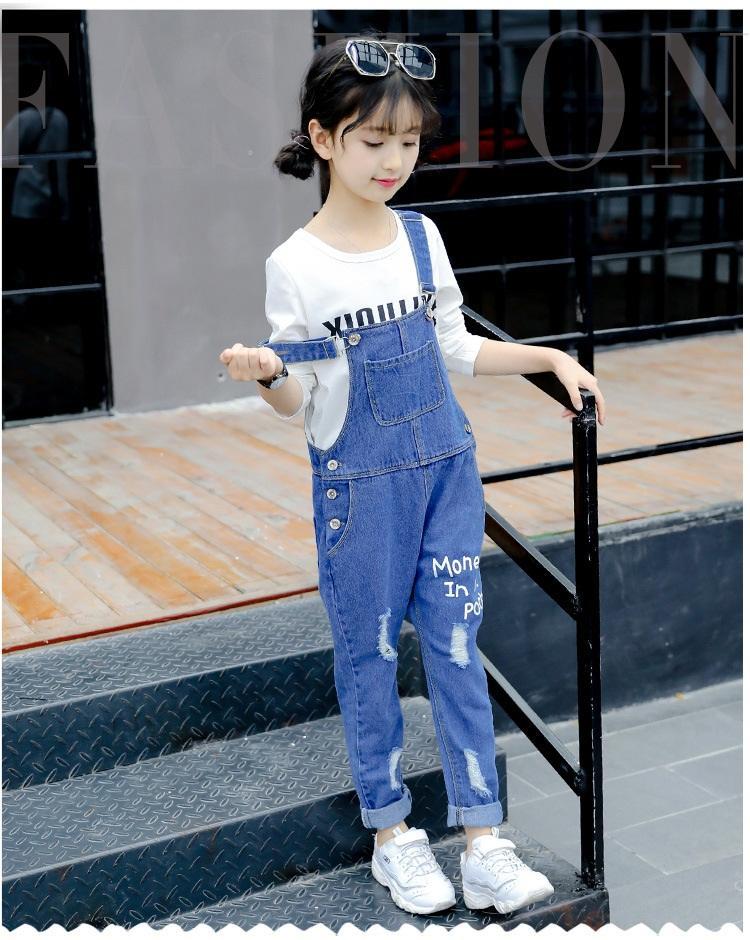 spodnie ogrodniczki jeansowe z dziurami dla dziewczynki3
