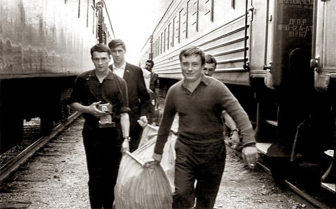 З однокурсниками в Радянському Союзі. Ян Палах ліворуч з фотоапаратом