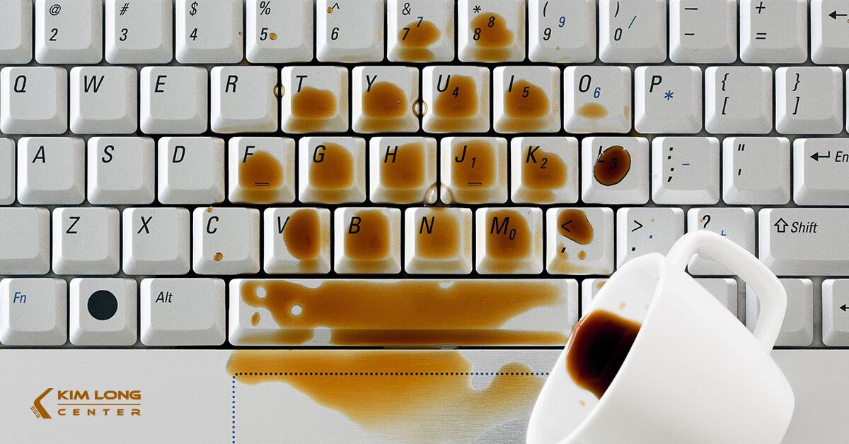 thay bàn phím laptop khi bị nước ngấm vào
