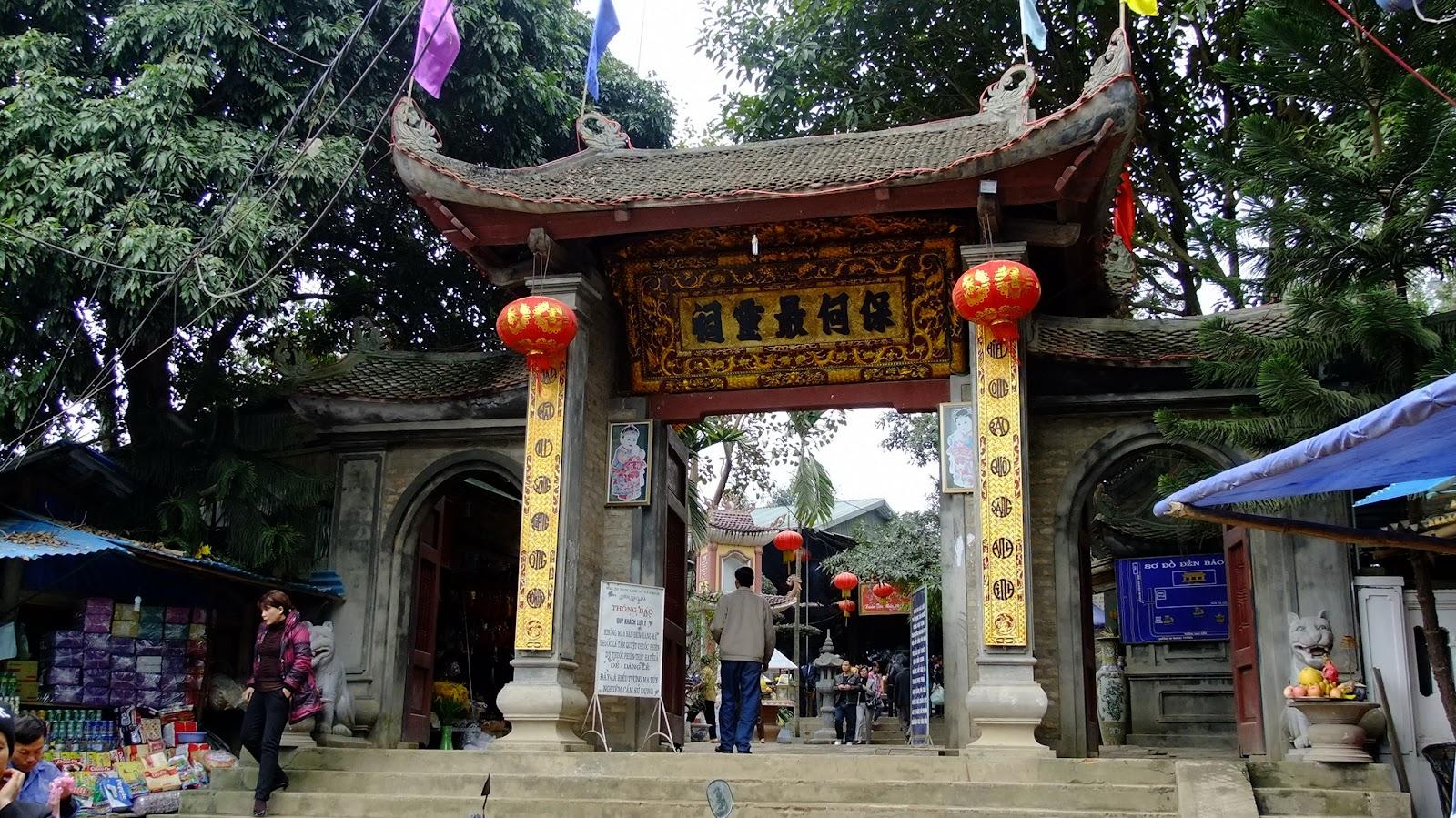 Cổng đền ông Hoàng Bảy tại Bảo Hà, Lào Cai ngày nay