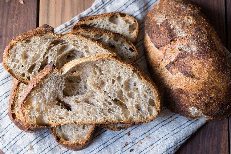 Bánh mì chua truyền thống là loại bánh mì có thể khiến bạn sống tốt nhất.