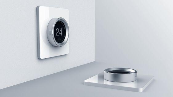 Nút bấm tròn trên bảng gọi tầng thang máy