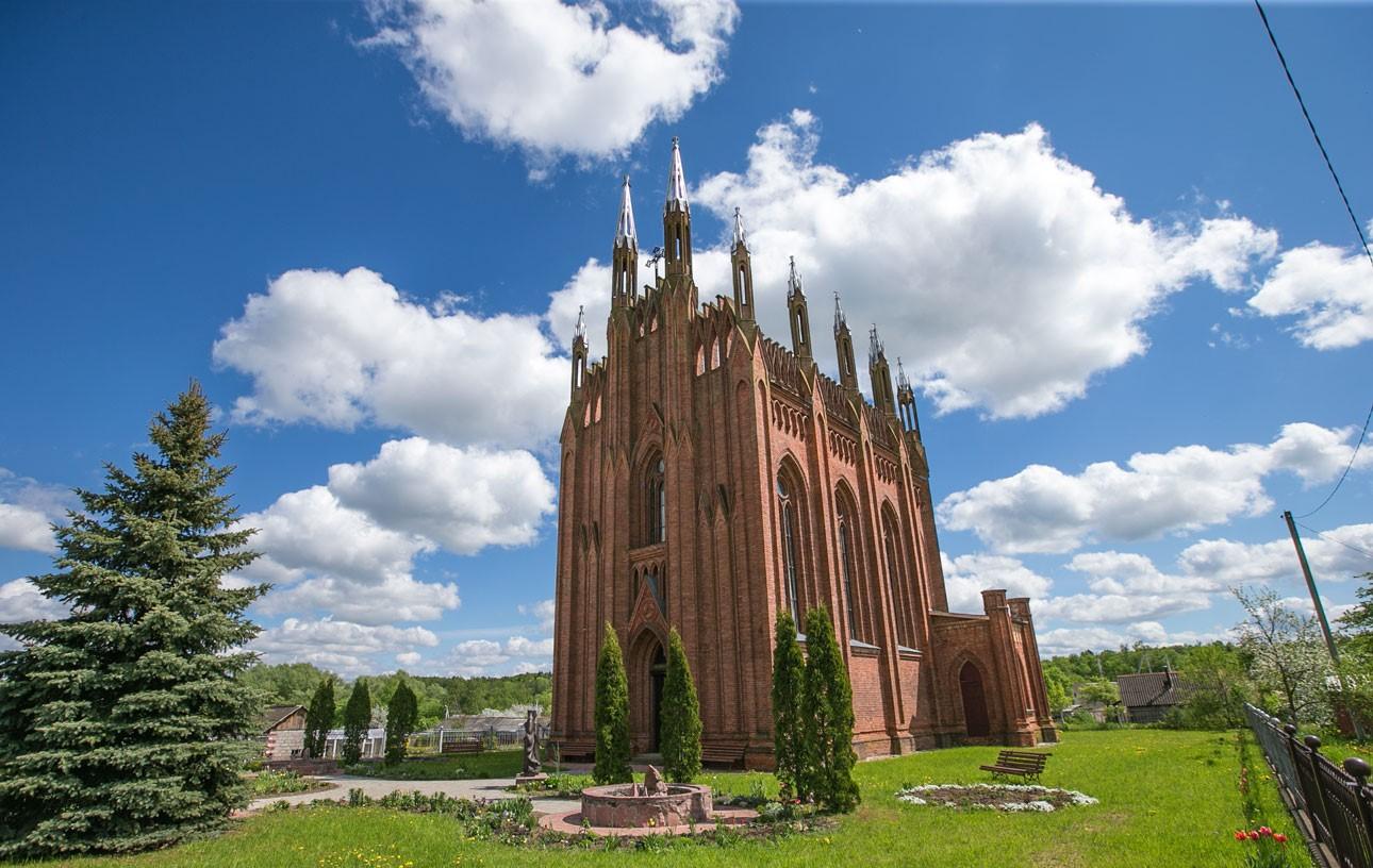 Достопримечательности Беларуси: Церковь Успенская в Сарье