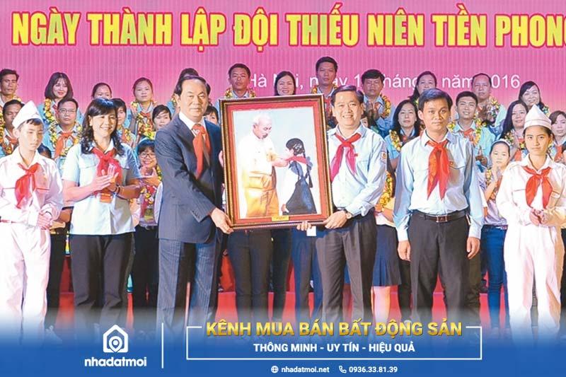 Đội Thiếu niên Tiền phong Hồ Chí Minh là tổ chức của thiếu nhi Việt Nam do Đảng Cộng Sản Việt Nam, chủ tịch Hồ Chí Minh sáng lập và do Đoàn thanh niên cộng sản Hồ Chí Minh phụ trách