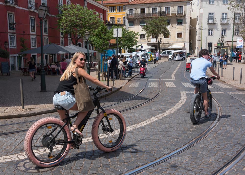 A capital portuguesa abriu novas áreas para a circulação de bicicletas durante a pandemia de covid-19. (Fonte: Shutterstock)
