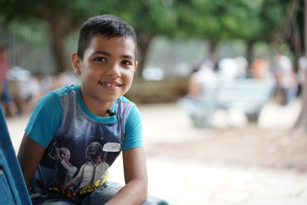 Afbeelding met persoon, buiten, jongen, jong  Automatisch gegenereerde beschrijving