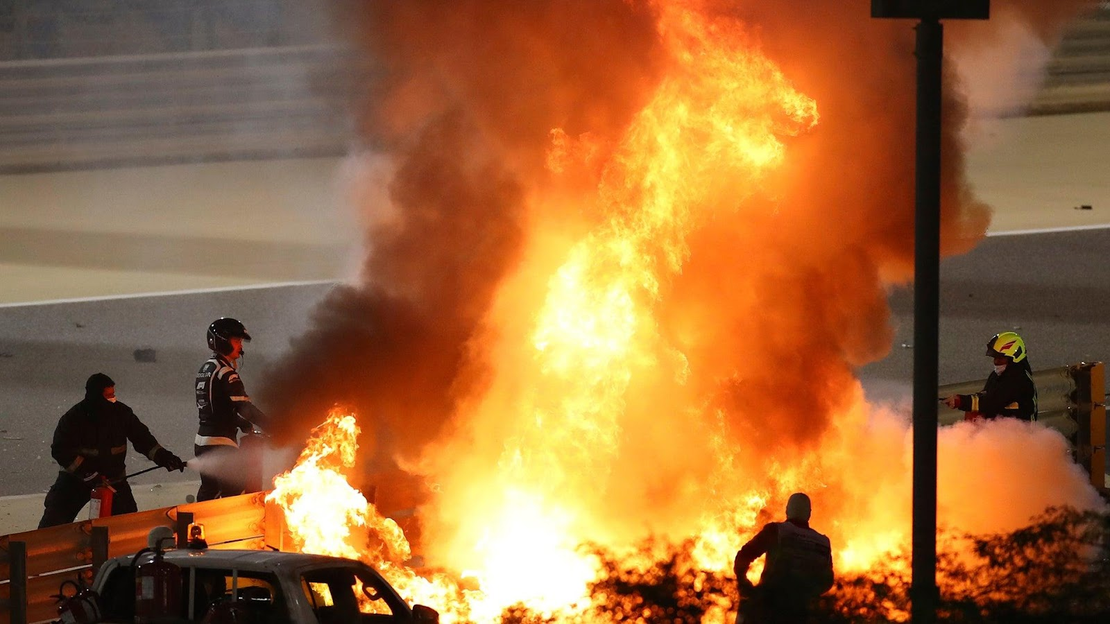 F1 Driver Romain Grosjean Survives After Car Explodes in ...