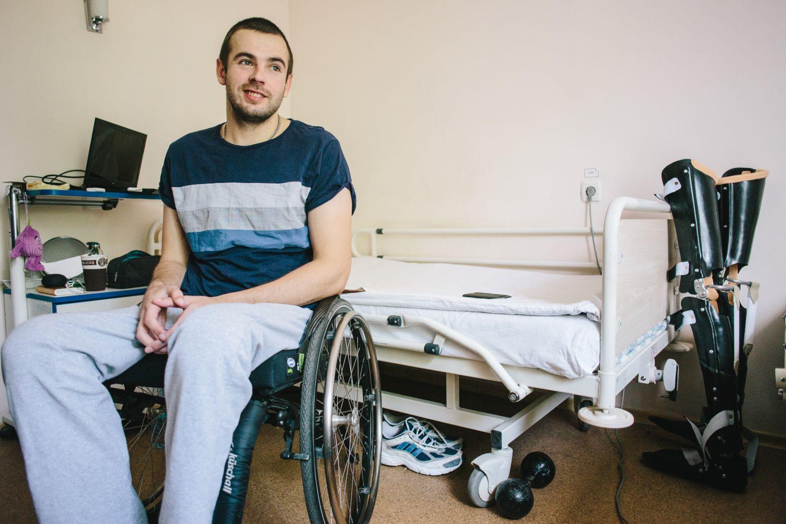 У Артура — спинальная травма, повреждён позвоночник. Фото: Павел Пахоменко