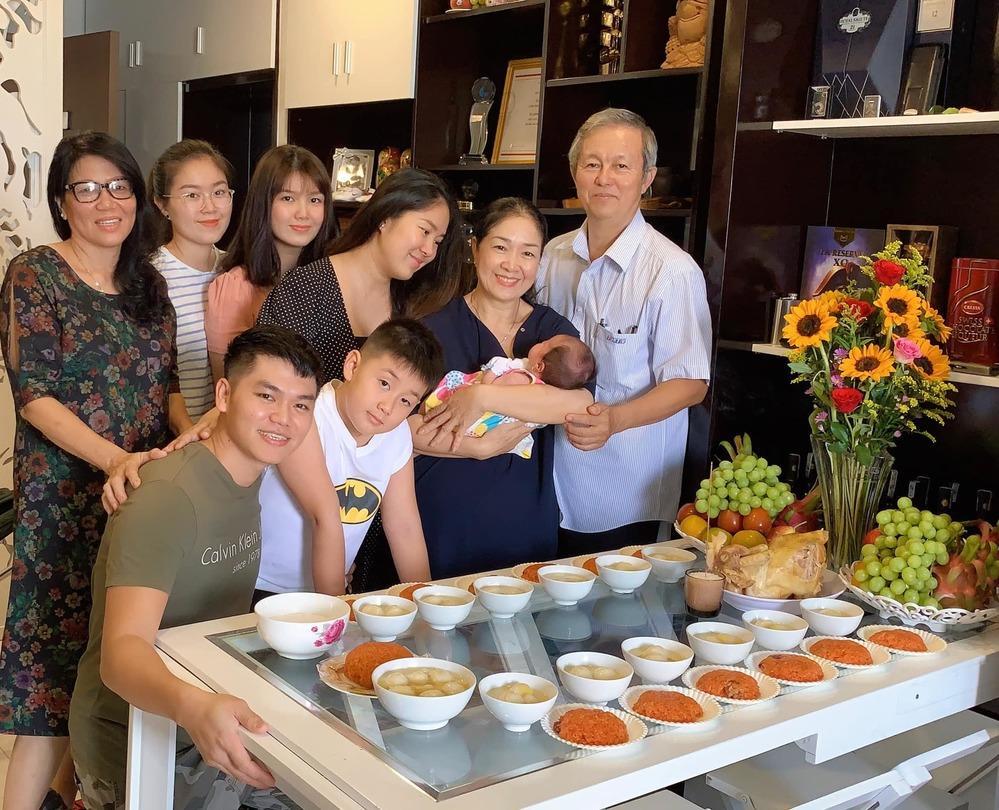 Dàn sao Việt nô nức dự tiệc đầy tháng của con gái Lê Phương