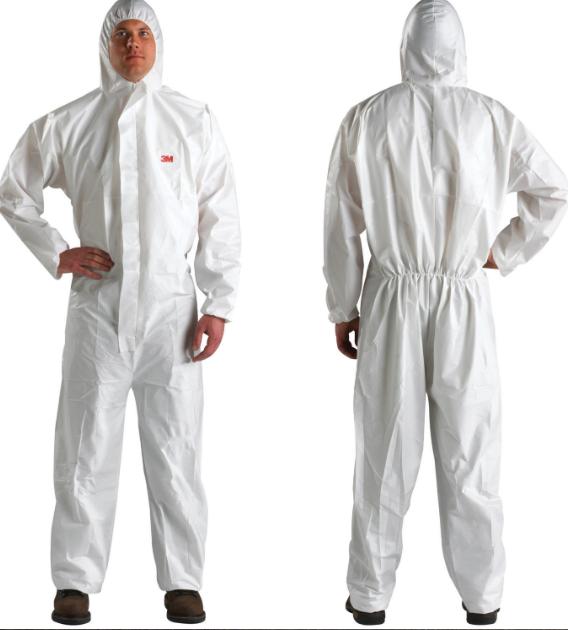 Mặc quần áo bảo hộ y tế dùng 1 lần và đeo kính bảo hộ đúng trình tự