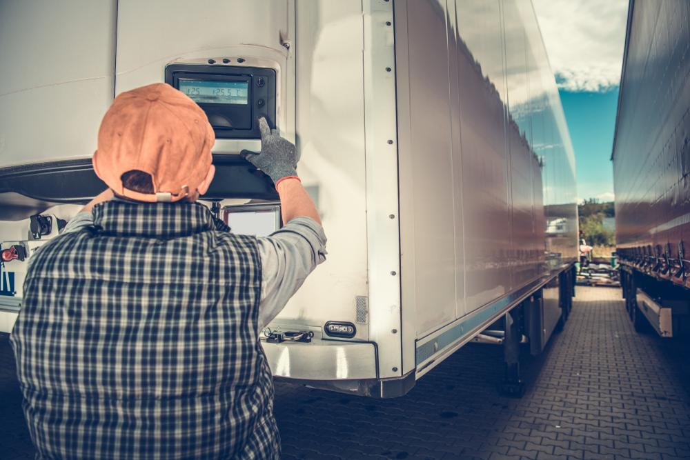Veículos com baú refrigerado mantêm a temperatura ideal de alimentos. (Fonte: Shutterstock)