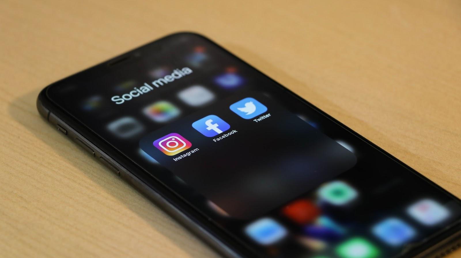 Order packaging and loyalty - Smart phone social media