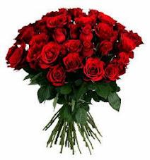Imagen de un gran ramo de rosas rojas de tallo largo