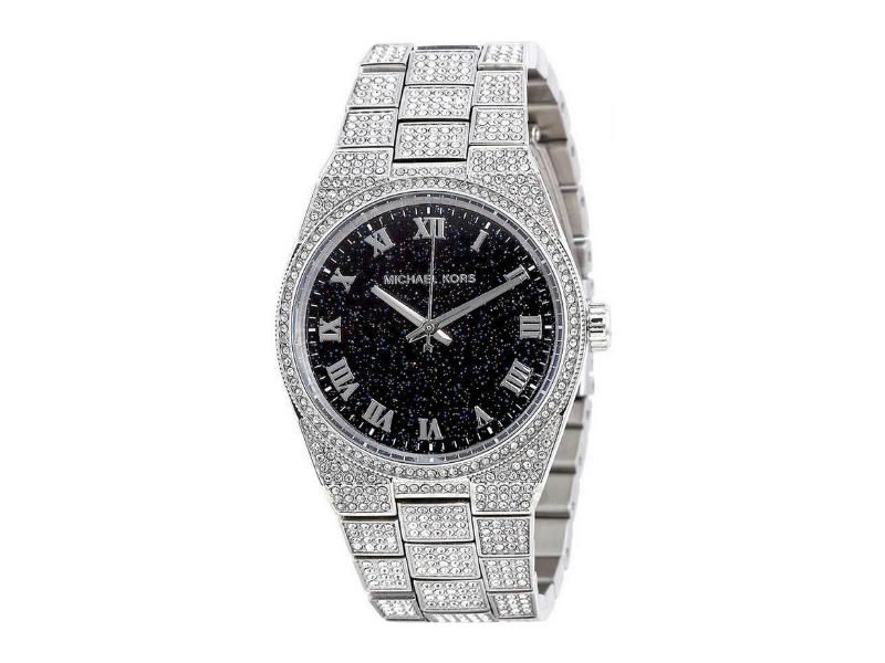 Một sản phẩm đồng hồ Michael Kors nam dây kim loại được đính đá như thế này có mức giá gốc hơn 10 triệu đồng- mức giá cực hợp lý cho một thương hiệu cao cấp.