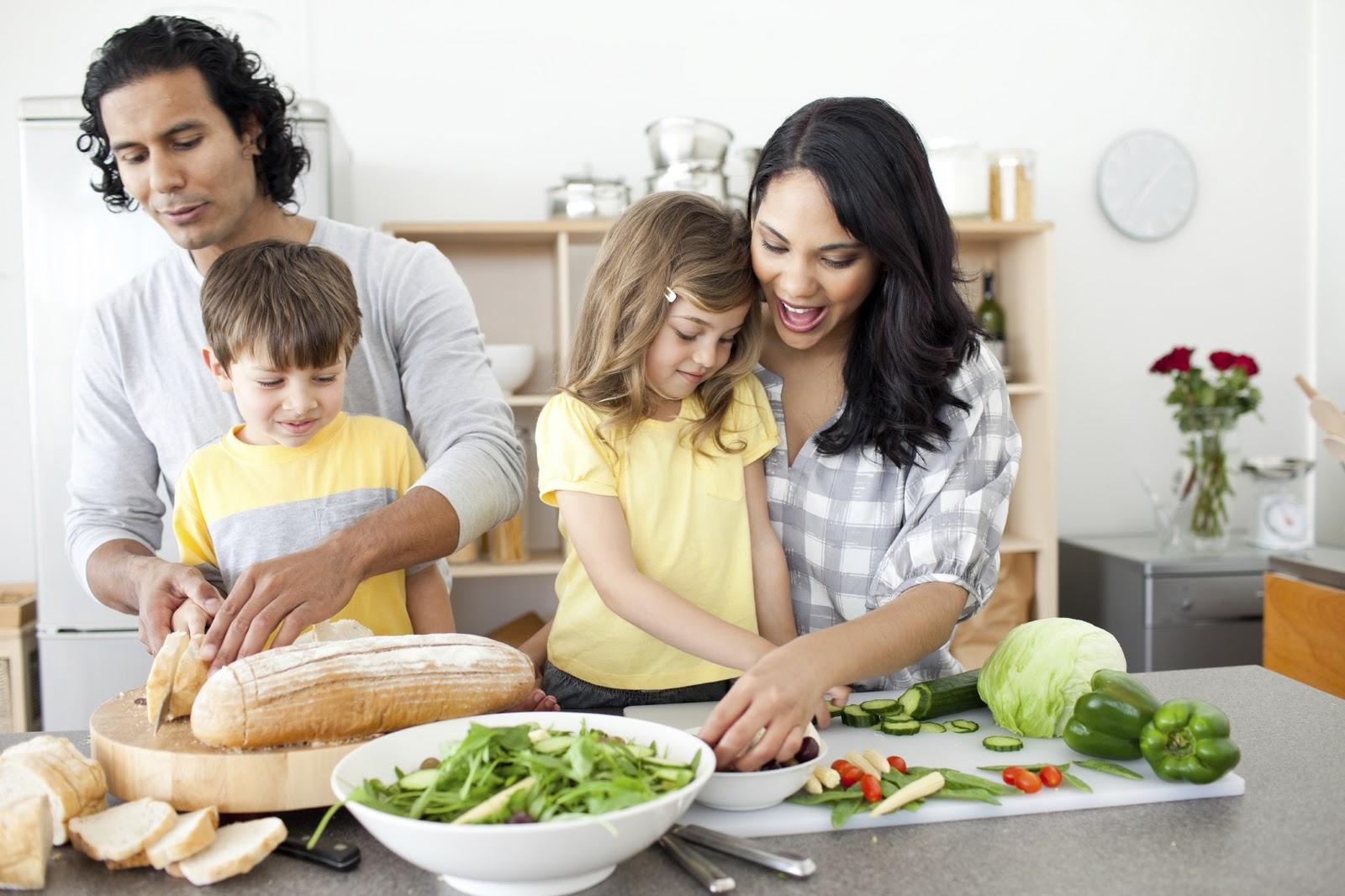 Nấu ăn là trò chơi làm gia tăng sự tương tác giữa bố mẹ và con