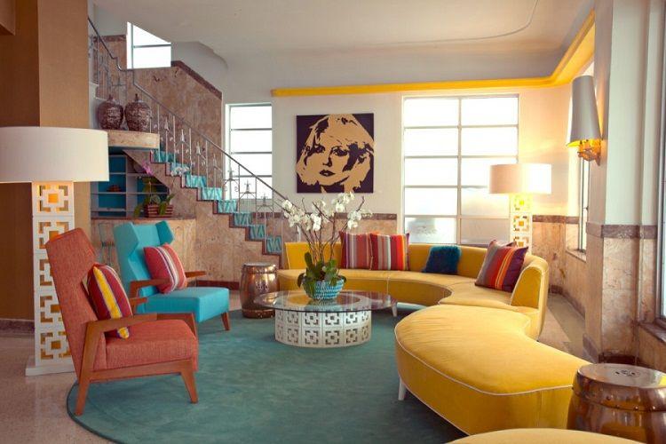 Gam màu phòng khách nổi bật là đặc trưng của nhà style retro ấn tượng