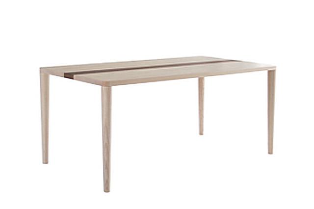 ③ 資源活用と職人技が光る、メーベルトーコーのリビングテーブル