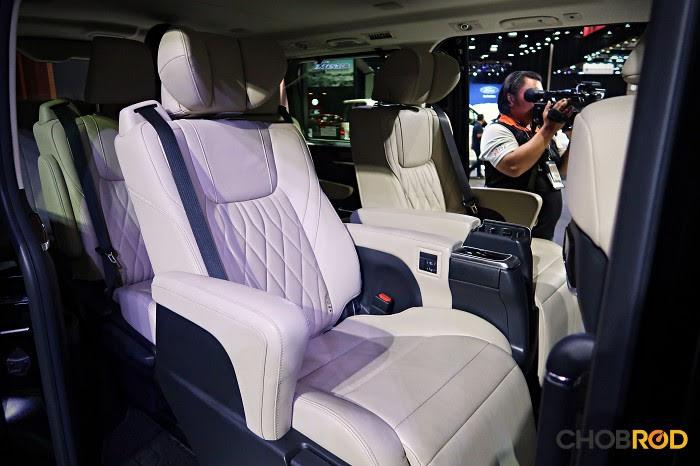 เบาะแถวที่ 2 แบบ Captain Seat พร้อมฟังก์ชั่นนวดหลังด้วยระบบไฟฟ้า