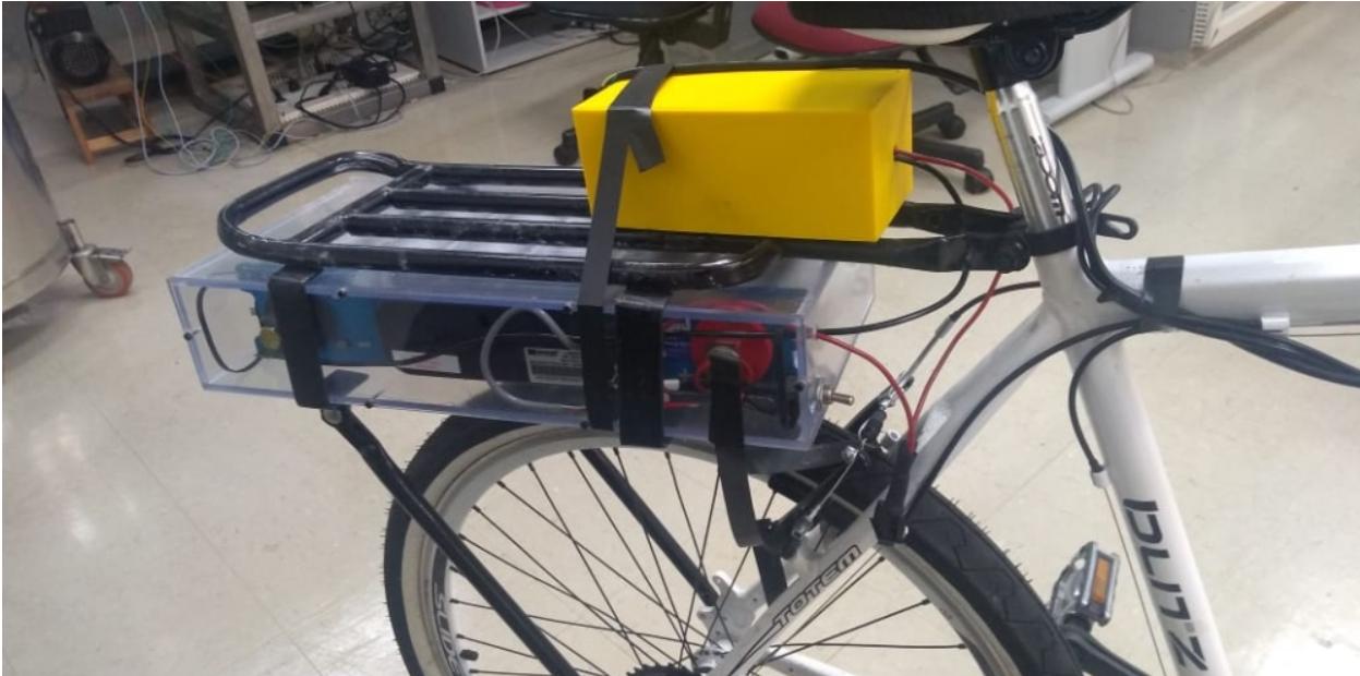 Bicicleta elétrica com recarga de 3 minutos e autonomia de 2 quilômetros, movida totalmente por um banco de supercapacitores comerciais. (Fonte: Agência Fapesp)