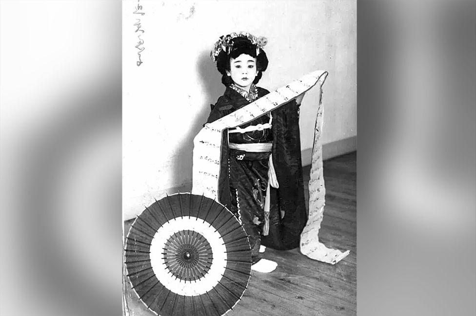 Сестра Еміео Мієко у традиційному вбранні