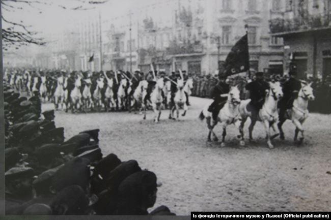 Парад червоноармійських військ у Львові. Вересень 1939 року
