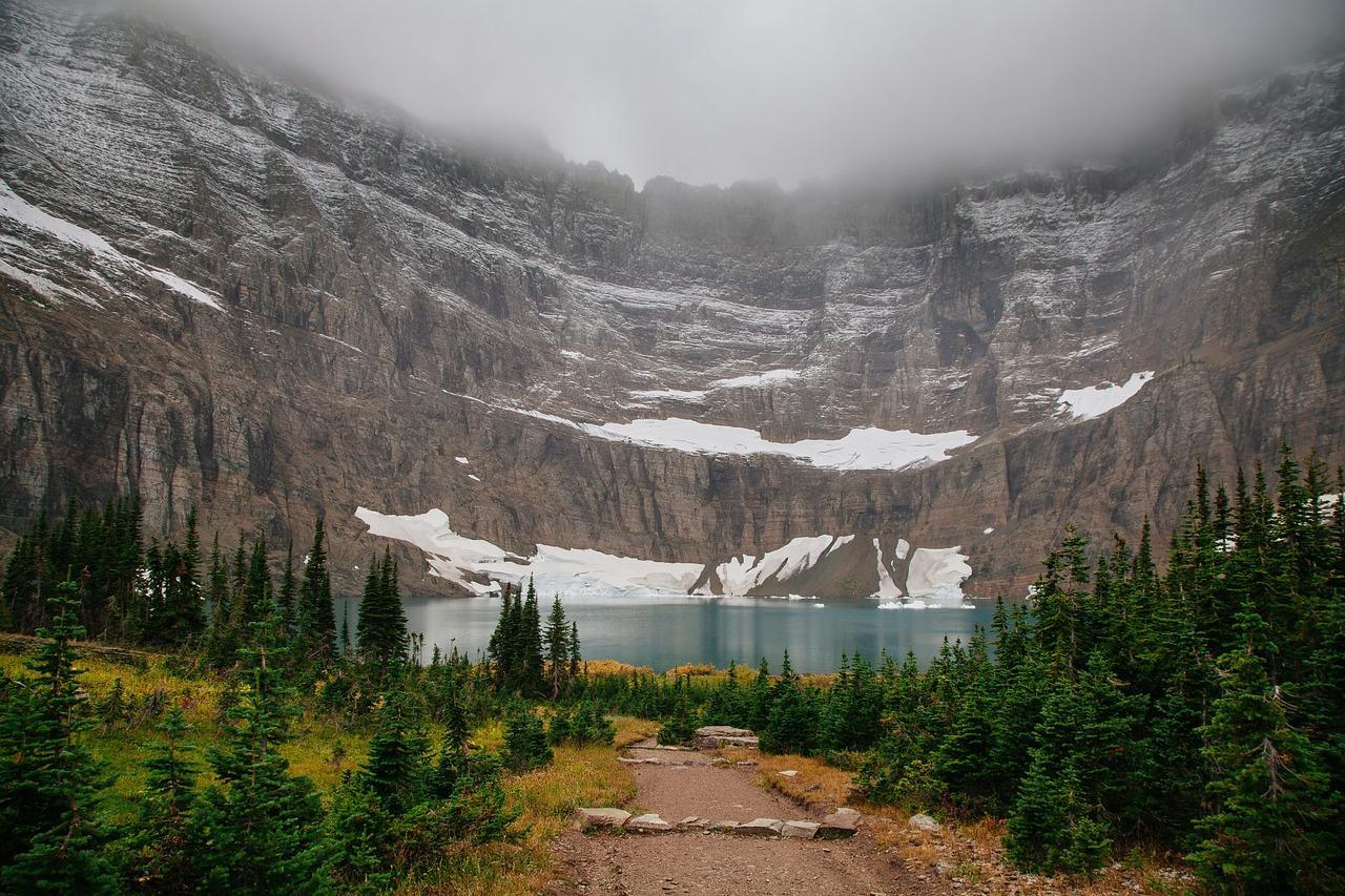 Obraz zawierający zewnętrzne, przyroda, góra, trawa  Opis wygenerowany automatycznie